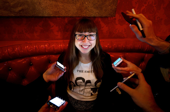 Julie-Sokolow-Iphones-at-Brillobox-photo-by-Jeff-Swensen-color-profile_560